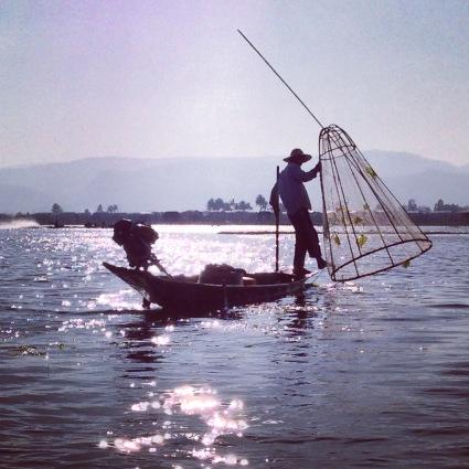 Un pêcheur à l'oeuvre sur Inle
