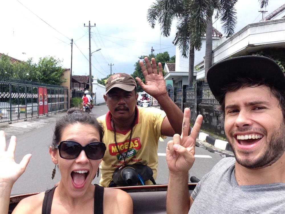 Éloïse, Jérôme et un sympathique chauffeur de go-jik
