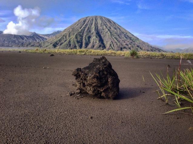 Éjecta provenant de la plus récente éruption du Bromo - Photo Éloïse Boies